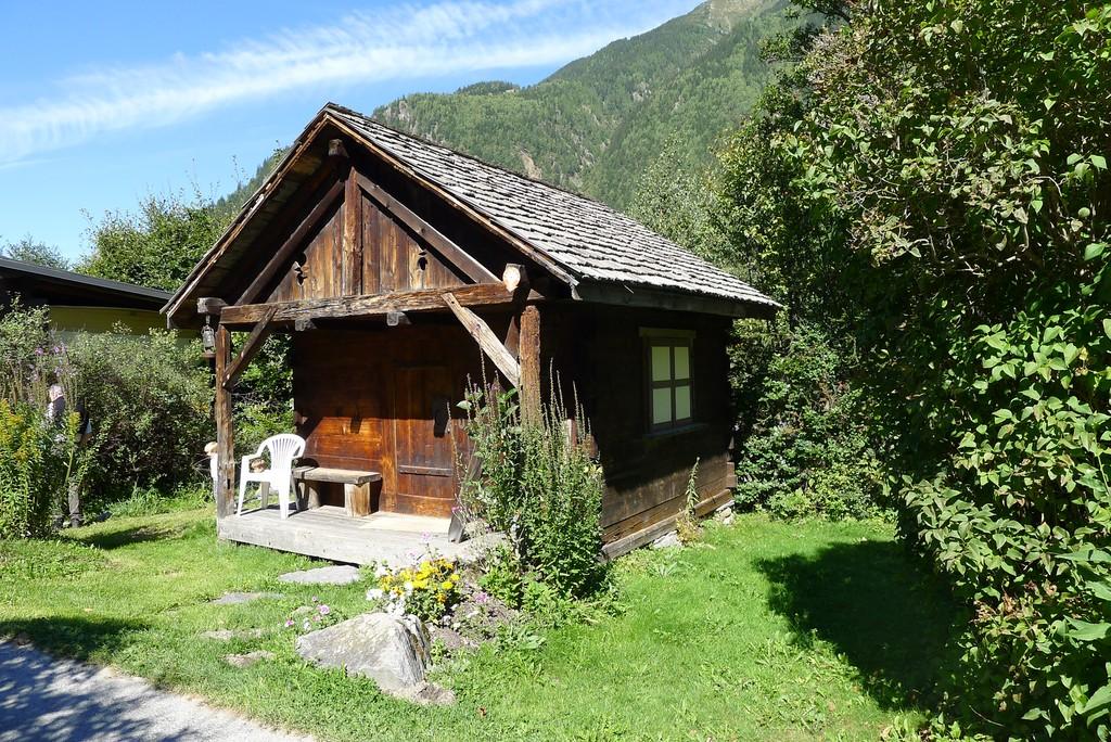 Situés au cœur de la chaîne du Mt Blanc, nos chalets et mobil ...